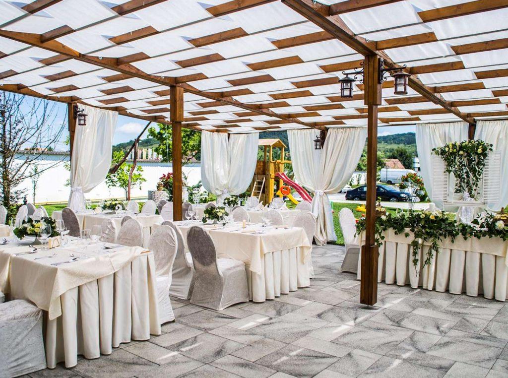 Terasa din lemn restaurant